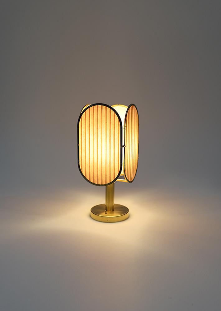 100018. Layers Table Lamp