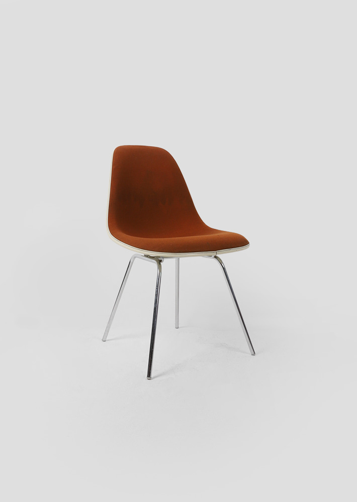 100057. eames chair