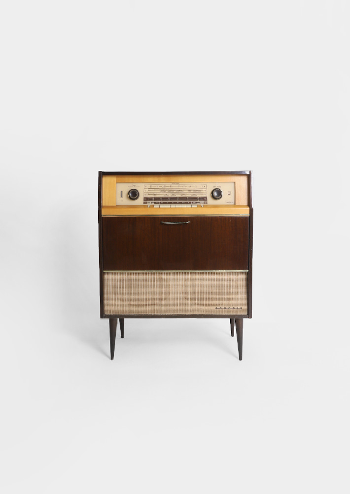100077. GRUNDIG Stereo console